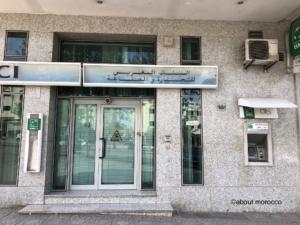 モロッコの銀行。右手にある小さな窓口がATM。